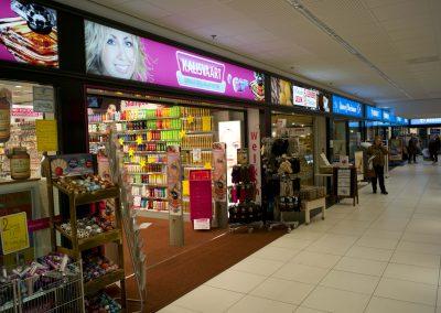 Winkelcentrum Mariahoeve.  Image-Frame LED 4000x300x45mm